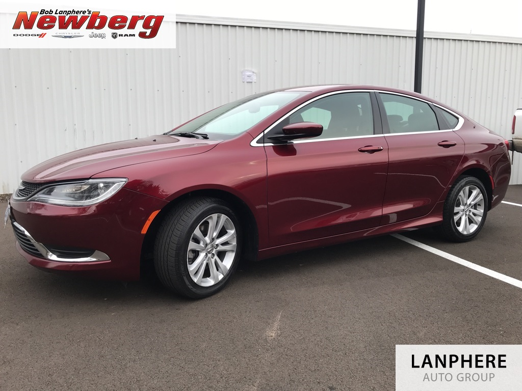 Pre-Owned 2015 Chrysler 200 Limited Clean Carfax, UConnect, Alloys!