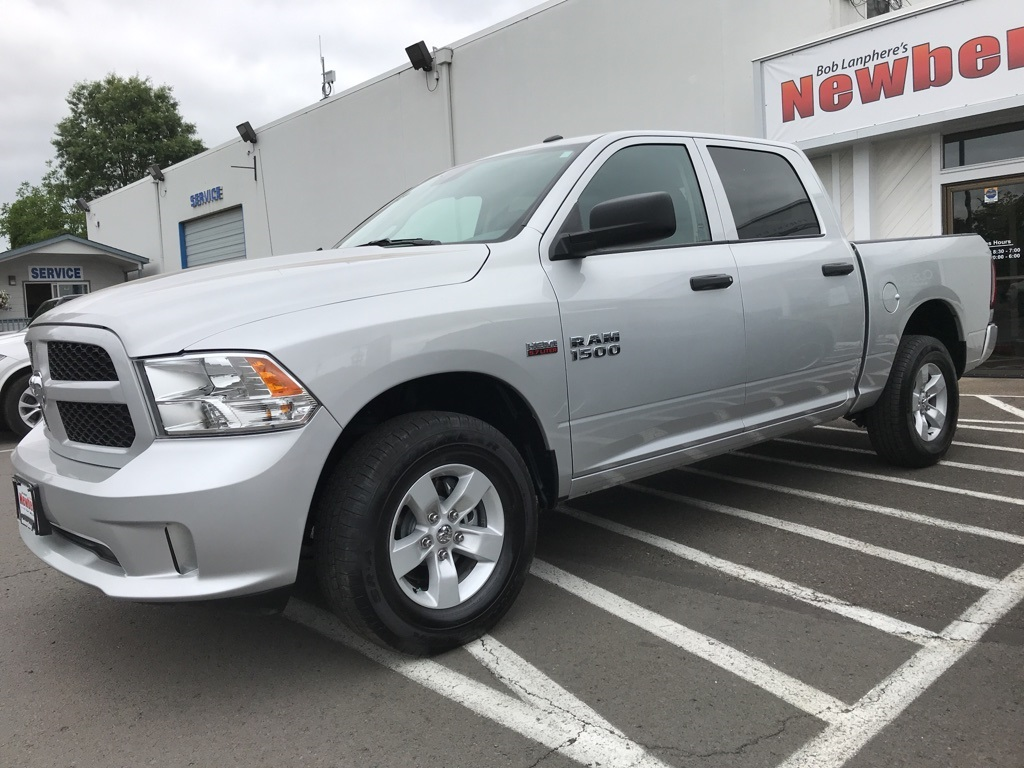 Certified Pre-Owned 2017 Ram 1500 Express Crew Cab 4x4, Clean Carfax, 1-Owner, HEMI V8