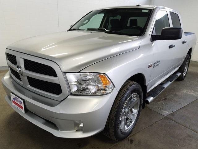Pre-Owned 2017 Ram 1500 Express 4WD Crew Cab, HEMI V8, Chrome 20-Inch Wheels
