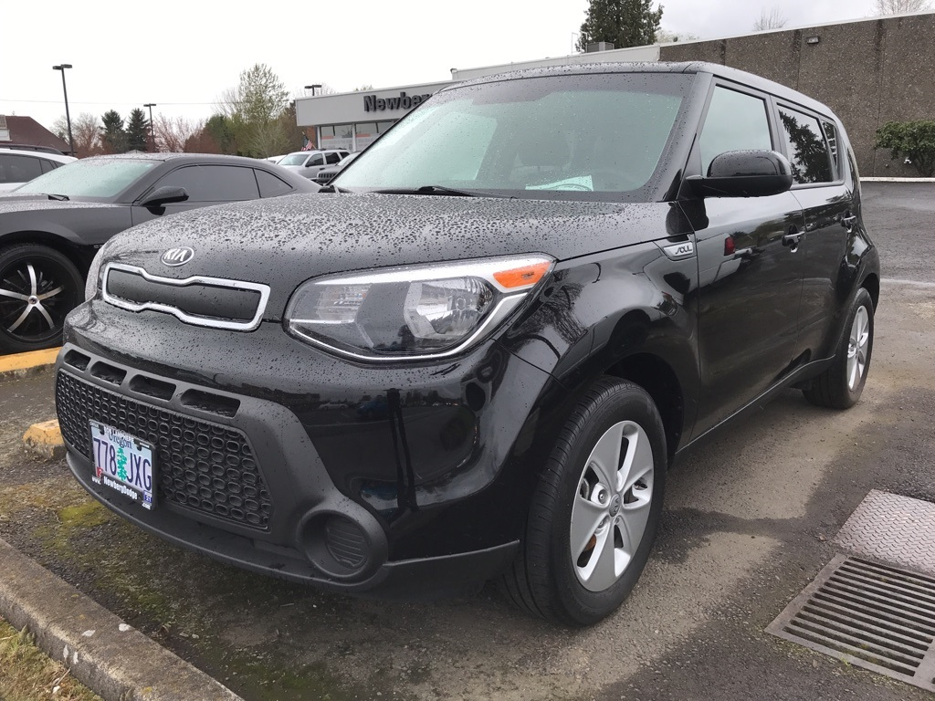Pre-Owned 2016 Kia Soul Base One Owner, Auto, Cruise Control, LOW MILES!