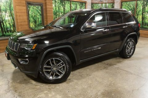Certified Pre-Owned 2017 Jeep Grand Cherokee Limited Luxury Group II, Panoramic Roof, Navigation, Certi