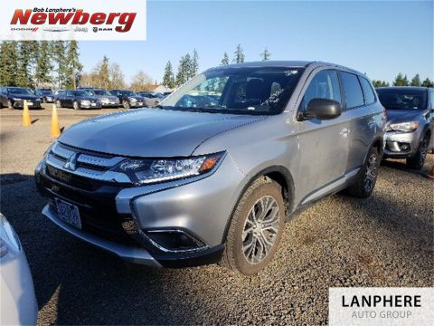 Pre-Owned 2018 Mitsubishi Outlander SE Clean Carfax, One Owner, 4WD, Factory Warranty!